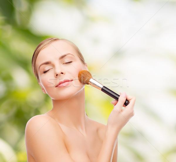 Gyönyörű nő sminkecset kozmetika egészség szépség csukott szemmel Stock fotó © dolgachov