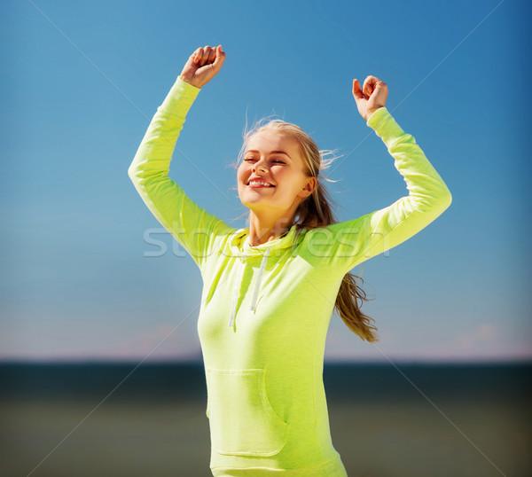 Vrouw runner vieren overwinning sport lifestyle Stockfoto © dolgachov