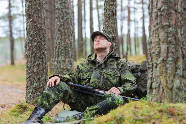 Soldado caçador pistola adormecido floresta caça Foto stock © dolgachov