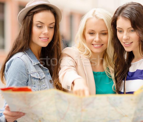 Belo meninas mapa cidade férias turismo Foto stock © dolgachov
