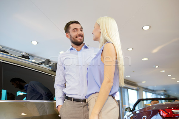 счастливым пару покупке автомобилей Auto шоу Сток-фото © dolgachov