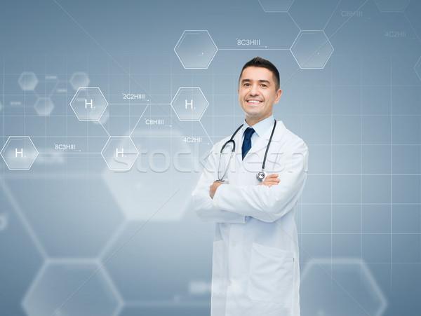 Souriant médecin de sexe masculin chimiques formule chimie biologie Photo stock © dolgachov