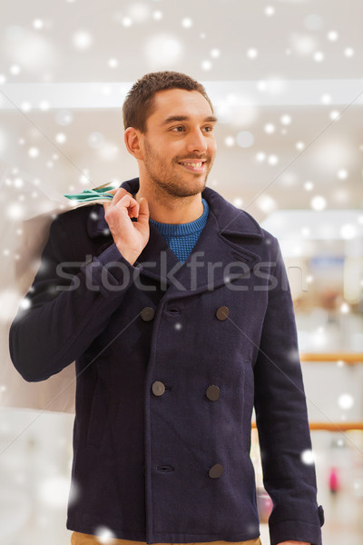счастливым молодым человеком Mall продажи Сток-фото © dolgachov
