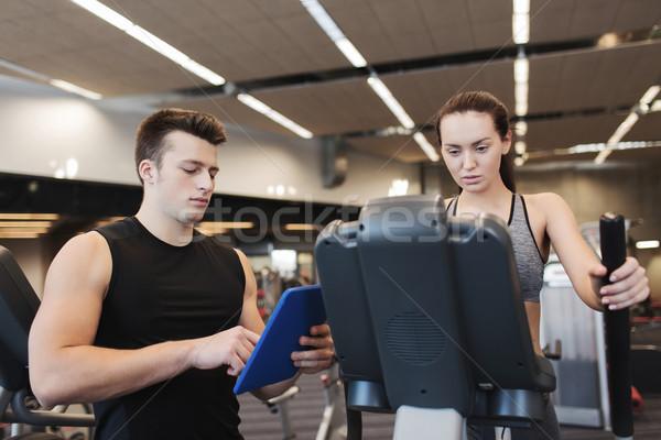 Kobieta trener siłowni sportu fitness Zdjęcia stock © dolgachov