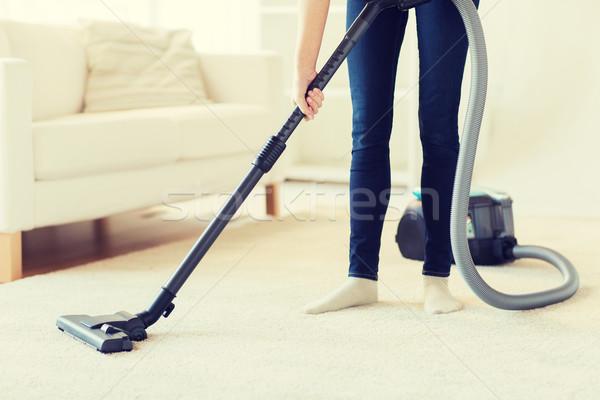 Vrouw benen stofzuiger home mensen Stockfoto © dolgachov