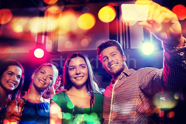 друзей смартфон ночной клуб вечеринка праздников Сток-фото © dolgachov