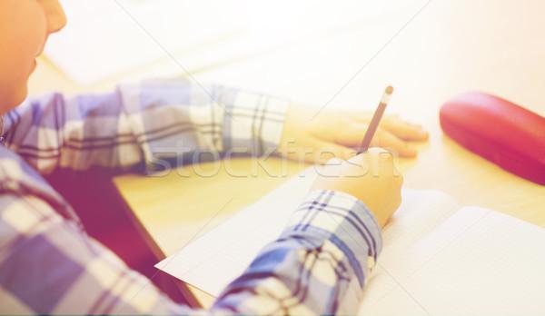 Scolaro iscritto test scuola istruzione Foto d'archivio © dolgachov