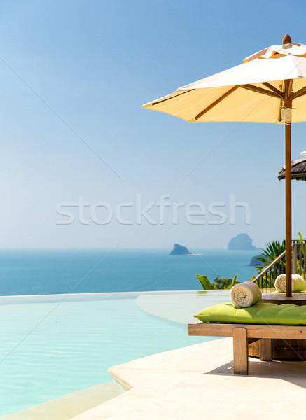 Widoku nieskończoność krawędź basen parasol morza Zdjęcia stock © dolgachov