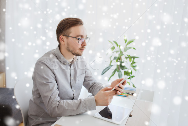Kreatív férfi irodai dolgozó sms chat üzlet startup Stock fotó © dolgachov
