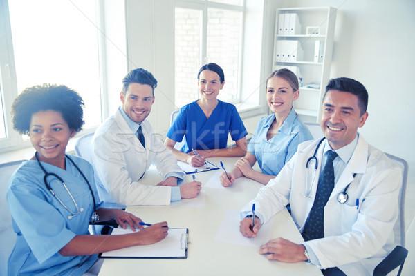 Grupy szczęśliwy lekarzy spotkanie szpitala biuro Zdjęcia stock © dolgachov