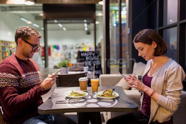 幸せ カップル スマートフォン 完全菜食主義者の レストラン 技術 ストックフォト © dolgachov