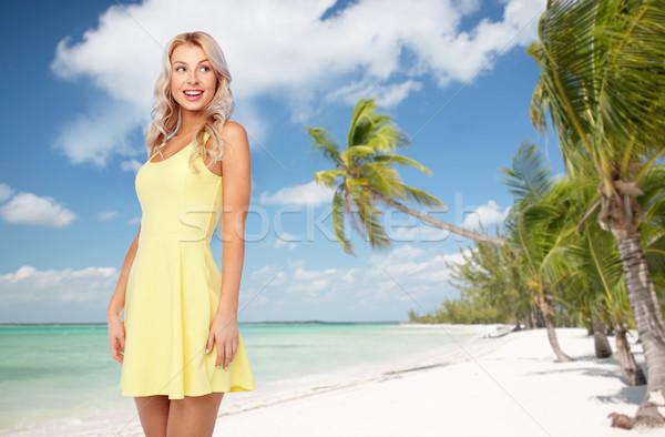 Mutlu genç kadın egzotik tropikal plaj seyahat turizm Stok fotoğraf © dolgachov
