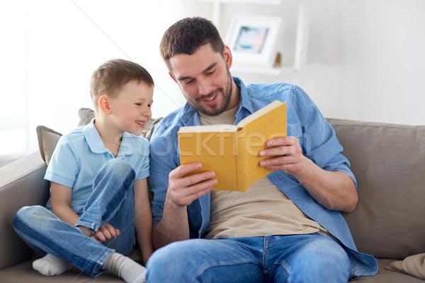 幸せ 父から息子 読む 図書 ソファ ホーム ストックフォト © dolgachov