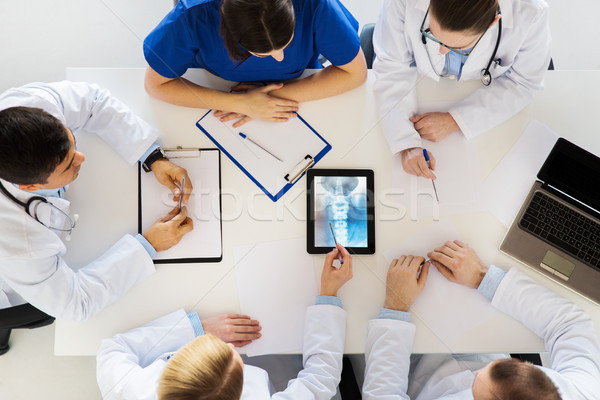 Doktorlar omurga xray bilgisayar tıp Stok fotoğraf © dolgachov