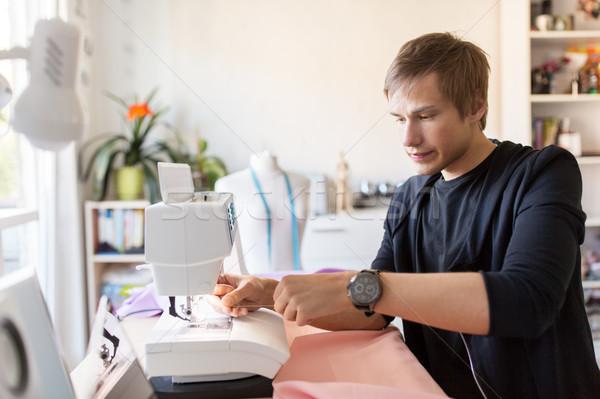 Moda estilista máquina de costura estúdio pessoas roupa Foto stock © dolgachov