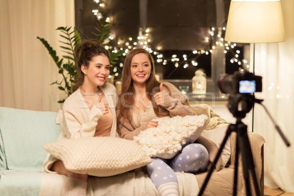 Feminino câmera casa vídeo blogging tecnologia Foto stock © dolgachov