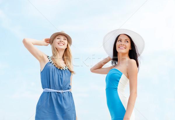 Filles robes plage été vacances Photo stock © dolgachov