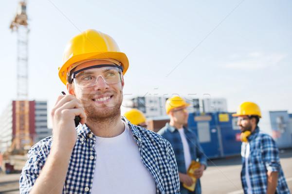 Csoport mosolyog építők rádió üzlet épület Stock fotó © dolgachov