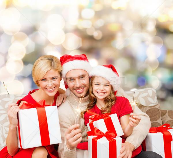 Família feliz ajudante caixas de presente natal Foto stock © dolgachov