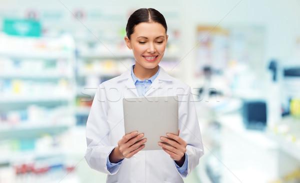 Glimlachend vrouwelijke arts drogist geneeskunde Stockfoto © dolgachov