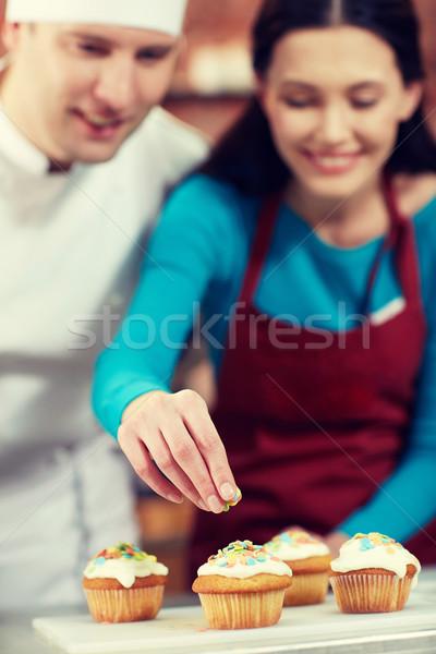 Feliz mulher chef cozinhar cozinha Foto stock © dolgachov