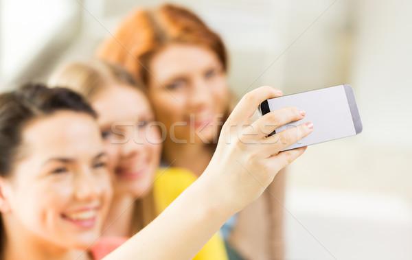 ストックフォト: 友達 · スマートフォン · 人 · 技術
