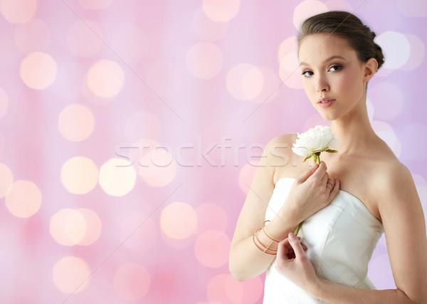Gyönyörű ázsiai nő virág ékszerek szépség Stock fotó © dolgachov