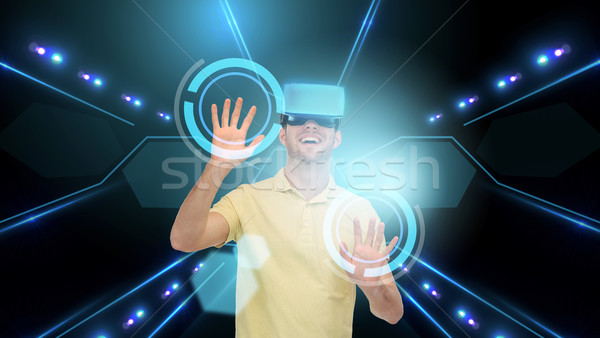 Gelukkig man virtueel realiteit hoofdtelefoon 3d-bril Stockfoto © dolgachov