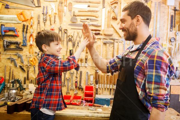 Padre piccolo figlio il cinque workshop Foto d'archivio © dolgachov