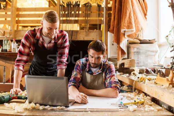 Laptop blauwdruk workshop beroep timmerwerk houtwerk Stockfoto © dolgachov