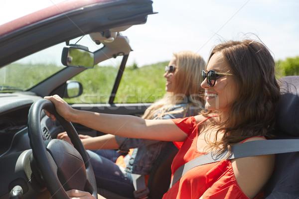 Sorridere giovani donne guida cabriolet auto estate Foto d'archivio © dolgachov