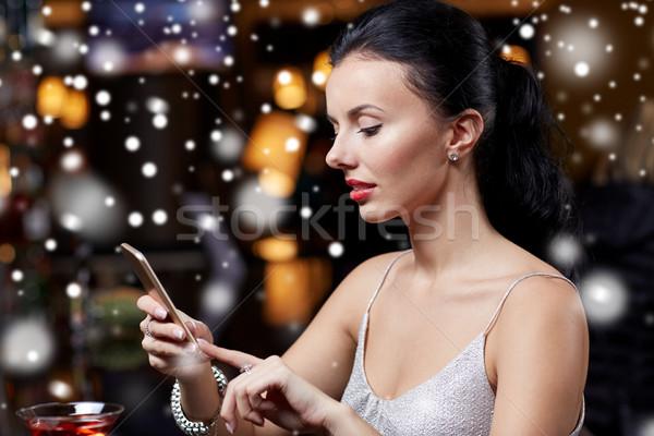 Genç kadın gece klübü bar teknoloji Noel Stok fotoğraf © dolgachov