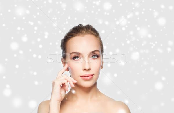 Güzel bir kadın kar güzellik insanlar kış Stok fotoğraf © dolgachov
