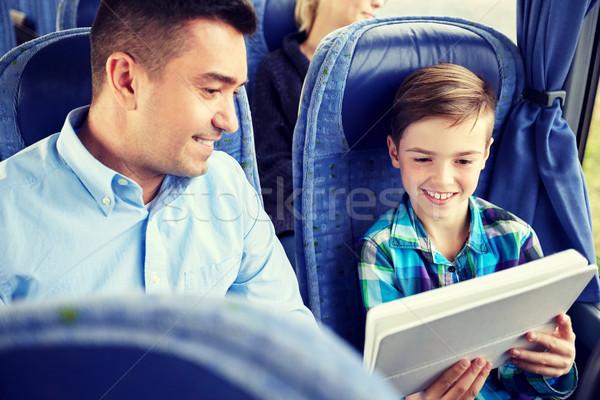 Famille heureuse séance Voyage bus tourisme Photo stock © dolgachov