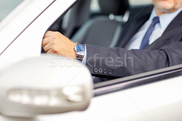 Senior zakenman handen rijden auto vervoer Stockfoto © dolgachov