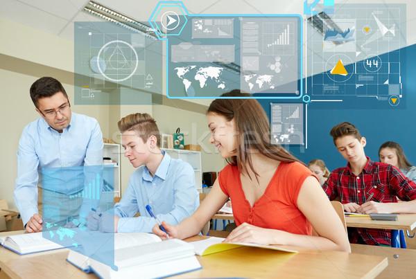 Professor ajuda estudantes tarefa escolas educação Foto stock © dolgachov
