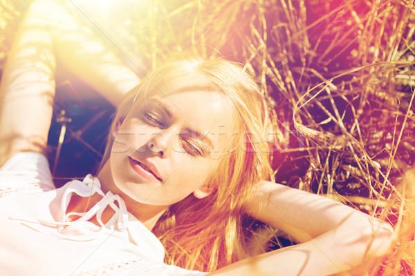 Gelukkig jonge vrouw granen veld hooi natuur Stockfoto © dolgachov