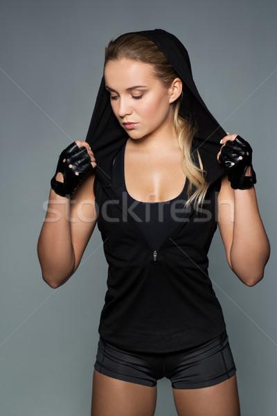 Jonge vrouw zwarte sportkleding poseren sport fitness Stockfoto © dolgachov