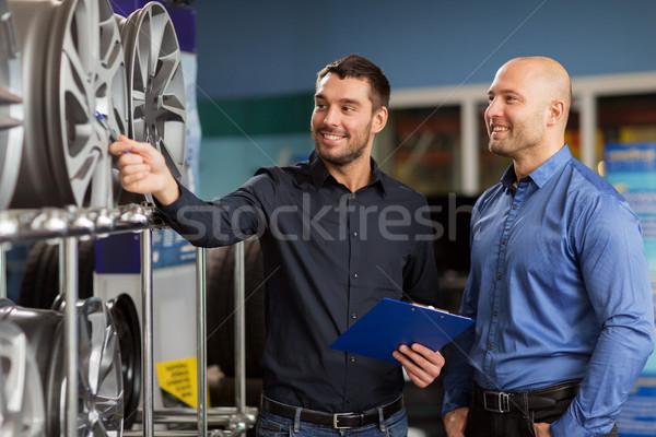 Cliente venditore auto servizio auto store Foto d'archivio © dolgachov