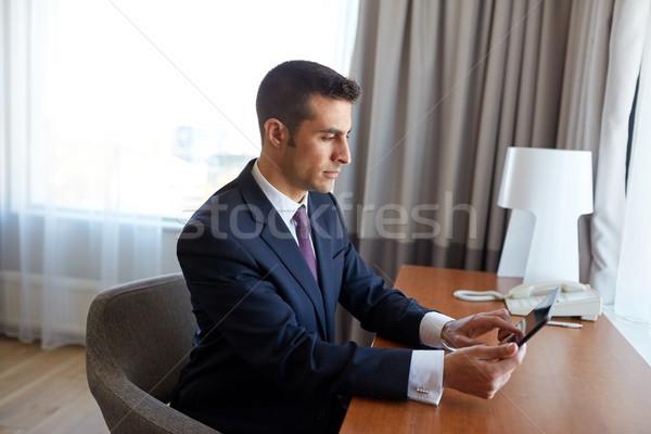 Empresário trabalhando quarto de hotel viagem de negócios pessoas Foto stock © dolgachov
