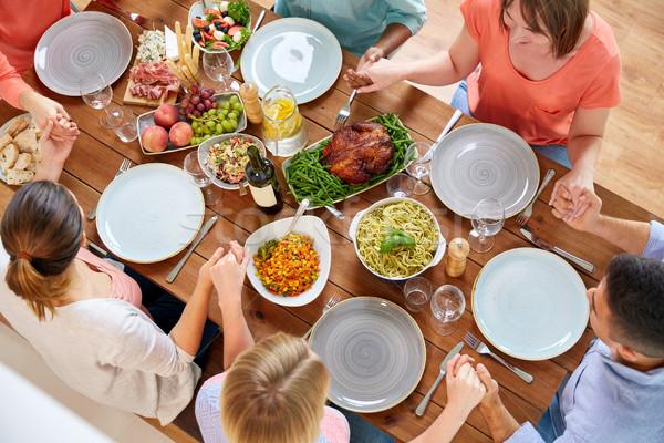 Foto d'archivio: Persone · gruppo · tavola · pregando · pasto · colazione · famiglia