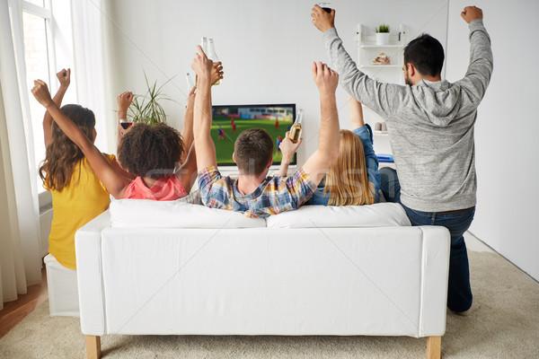 Barátok sör néz futball tv otthon Stock fotó © dolgachov
