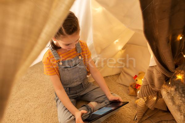 Küçük kız çocuklar çadır ev çocukluk Stok fotoğraf © dolgachov