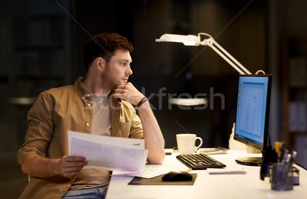 ビジネスマン 論文 作業 1泊 オフィス ビジネス ストックフォト © dolgachov
