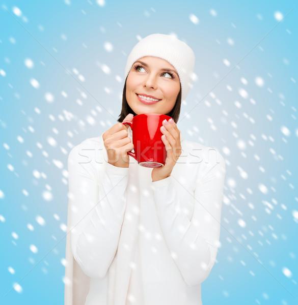Mulher seis vermelho chá caneca de café inverno Foto stock © dolgachov