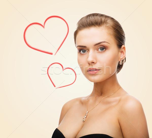 Bájos nő visel fényes gyémánt fülbevalók Stock fotó © dolgachov