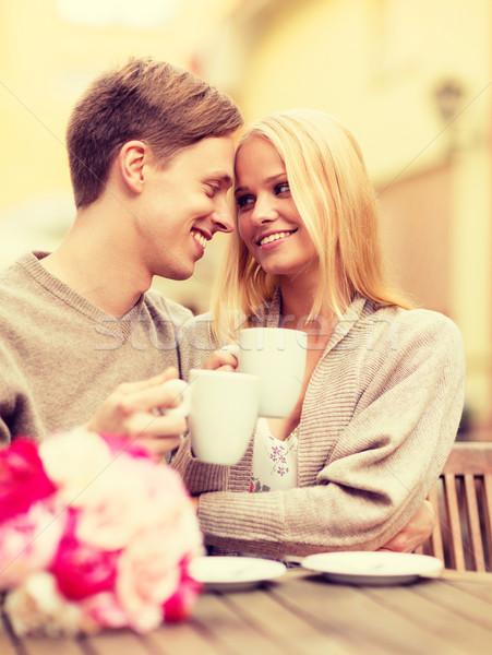 Romantyczny szczęśliwy para całując Kafejka lata Zdjęcia stock © dolgachov