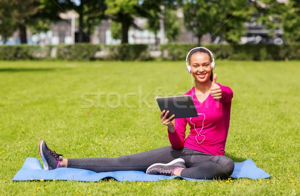 笑顔の女性 屋外 フィットネス 公園 技術 ストックフォト © dolgachov