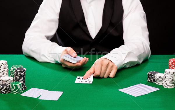 Comerciante cartas fichas de casino casino juego póquer Foto stock © dolgachov