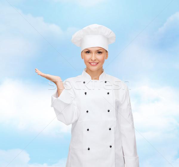 Glimlachend vrouwelijke chef iets hand Stockfoto © dolgachov